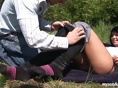 During a picnic this young coupel decide to have some sexvideo
